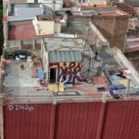 Na střechu nikdo nevidí, tam se nemusí uklízet...
