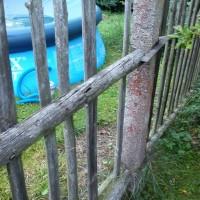 Plaňky k sousedům byly jen chabě přidělány...