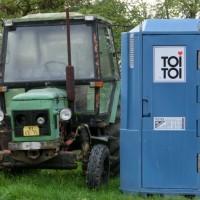 Traktor a toitoika