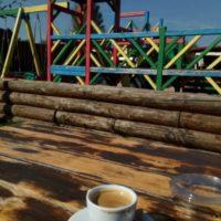 Káva v bistru Vedlepily