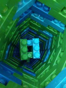 Uvnitř jsou kostky...