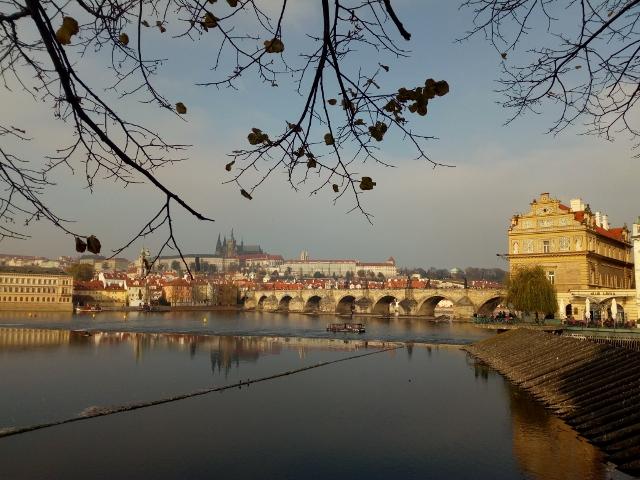 Praha z nábřeží...