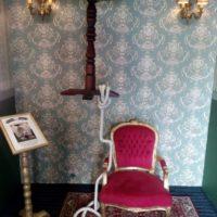 Levitující stolek - račte se vyfotit!