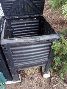 Úplně obyčejný kompostér