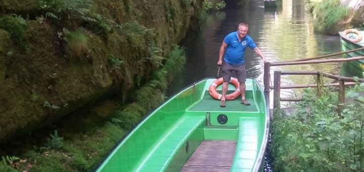Zelená lodička v soutěskách u Hřenska