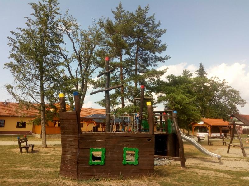Dětské hřiště hned vedle bludiště