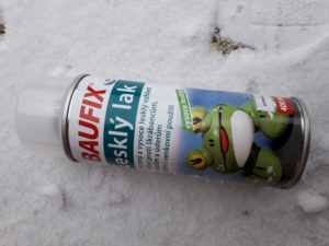 Bezbarvý lak k fixaci sněhových vloček
