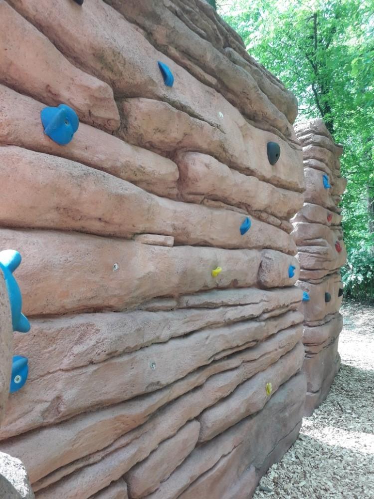 Lezecká stěna v dinoparku