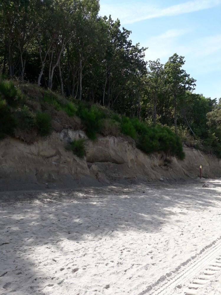 Klif w Dziwnówku - pláž pod útesem
