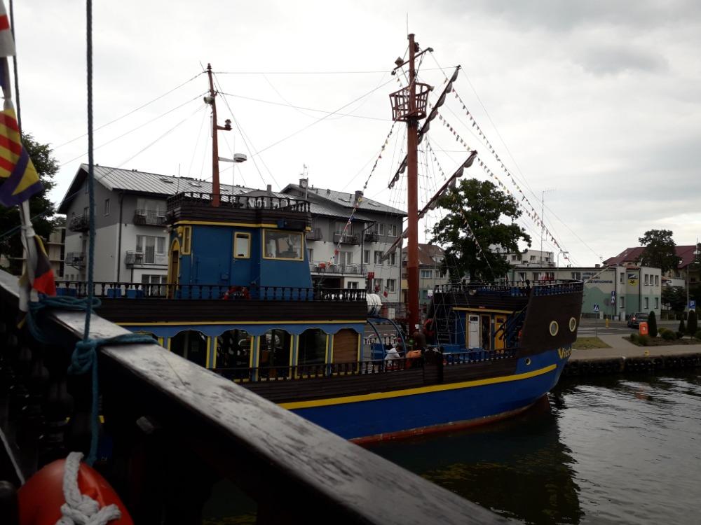 Pirátská loď pro turisty